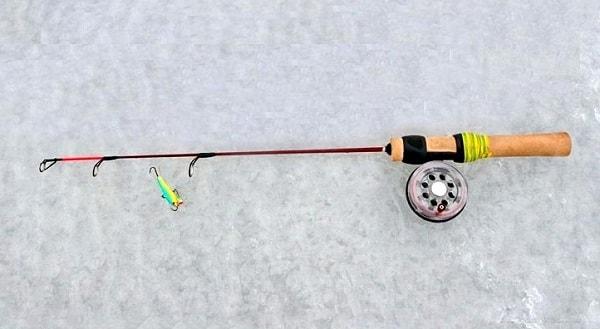 зимний удильник с инерционной катушкой